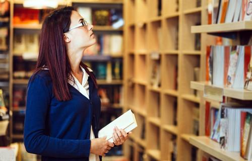 Devenir libraire et vivre parmi les livres
